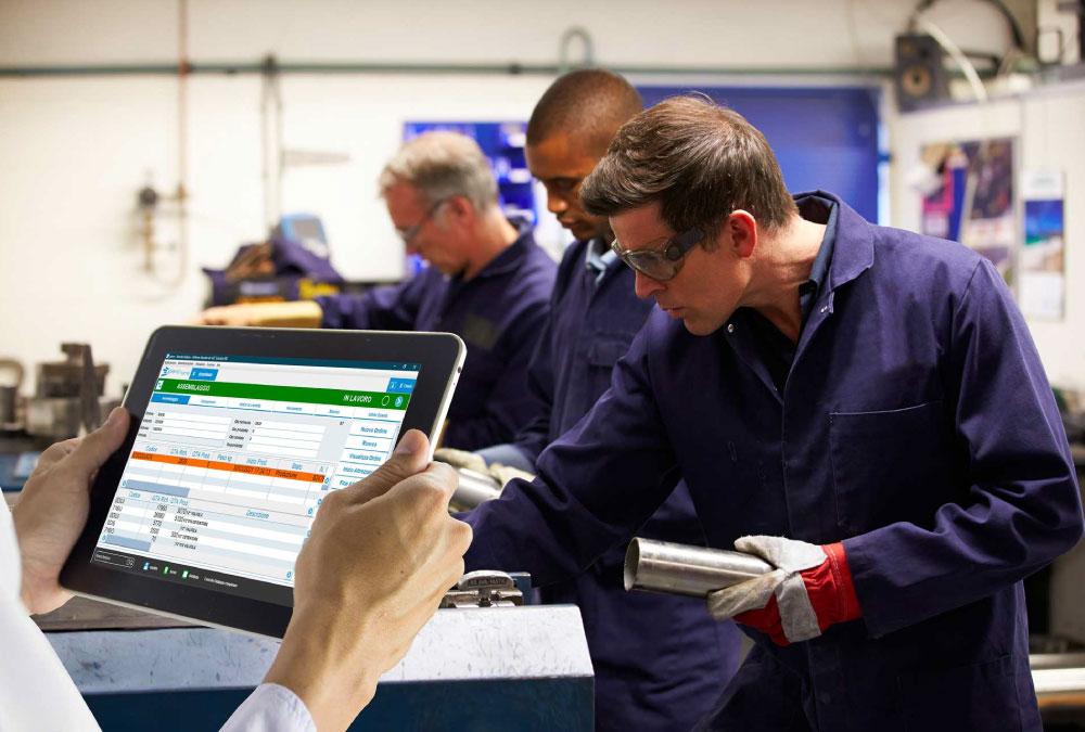 Incrementare l'efficienza in fabbrica migliorando la comunicazione tra le persone